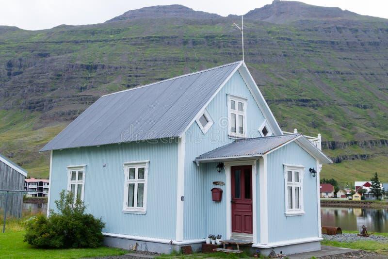 Seydisfjordur verzierte Hausabschluß oben, Island-Markstein stockfotos