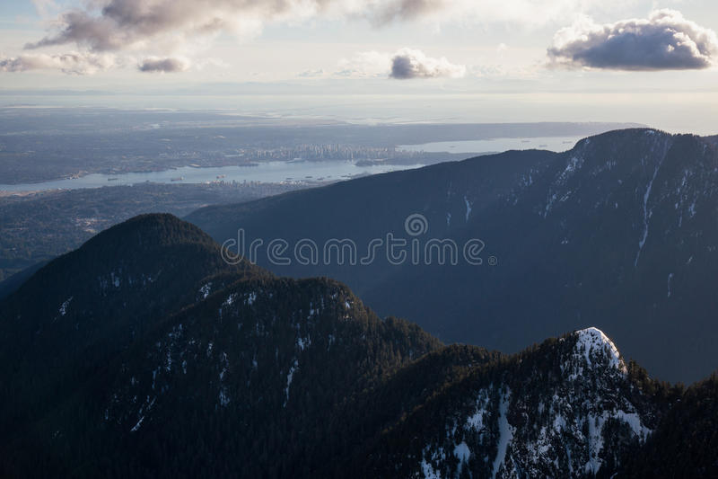 Seymour góra z Vancouver śródmieściem w tle obrazy royalty free