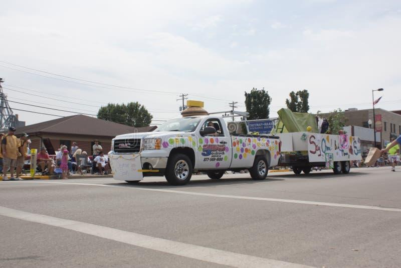 Seymour Scouts Colorful Truck Pulling-Vlotter royalty-vrije stock foto