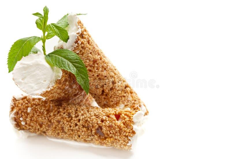 Sezamowy Ciasto Z Batożącą śmietanką Fotografia Royalty Free