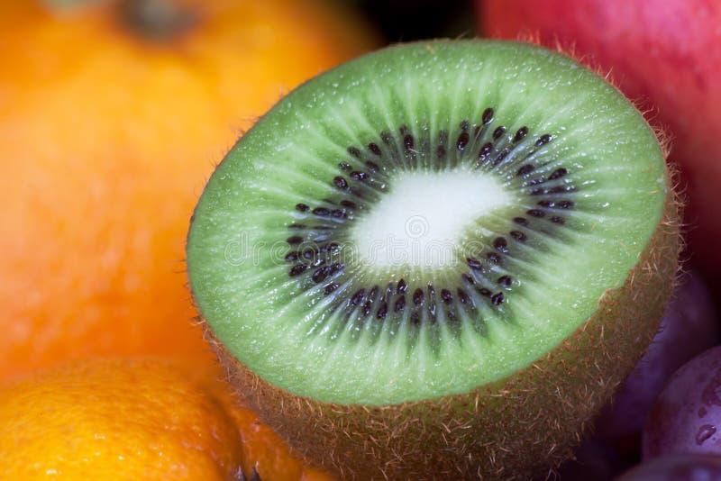 Download Sezione Trasversale Del Kiwi Fotografia Stock - Immagine di bevanda, colore: 56881312