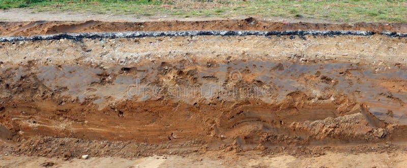 Sezione trasversale della pavimentazione con gli strati della sabbia e del aspha dell'argilla fotografie stock libere da diritti