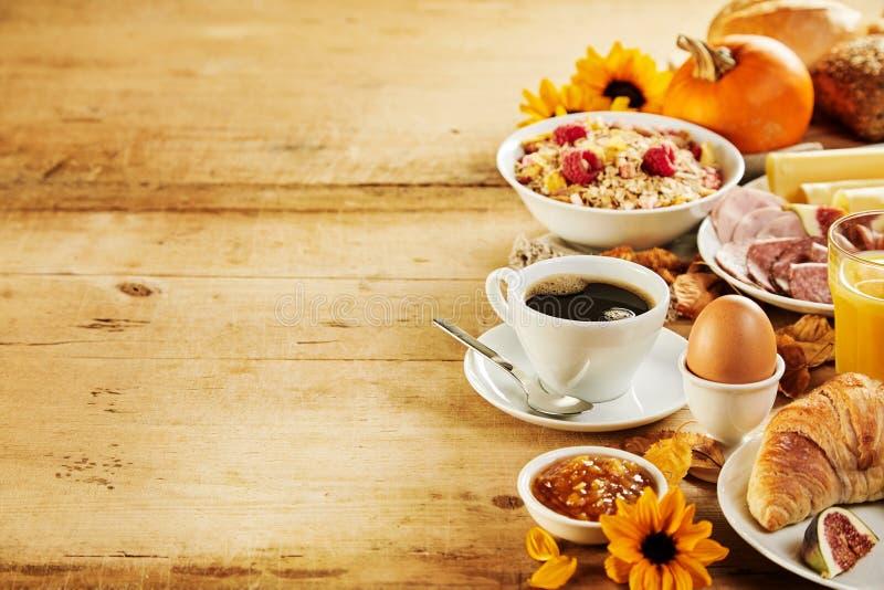 Sezonowej jesieni śniadania Międzykontynentalna granica zdjęcie stock