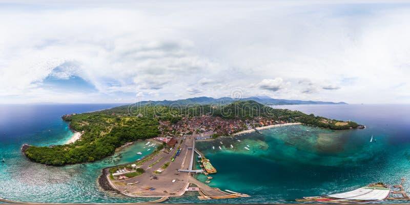 Sfäriskt 360 grader, sömlös flyg- panorama av det tropiskt royaltyfria foton