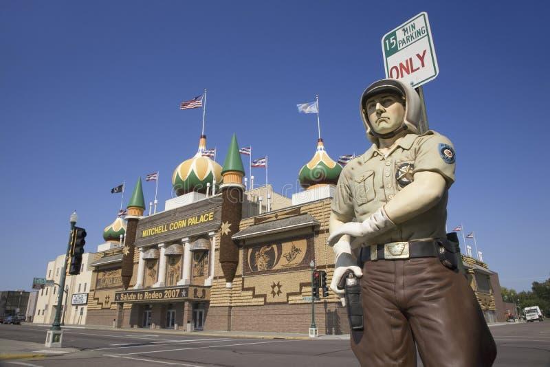 Sfałszowany policjant przed światowym sławnym Kukurydzanym pałac zdjęcie royalty free