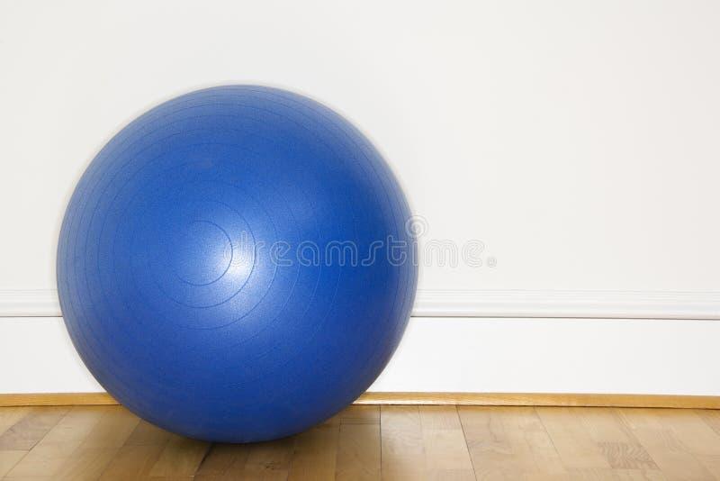 Sfera blu di esercitazione fotografie stock