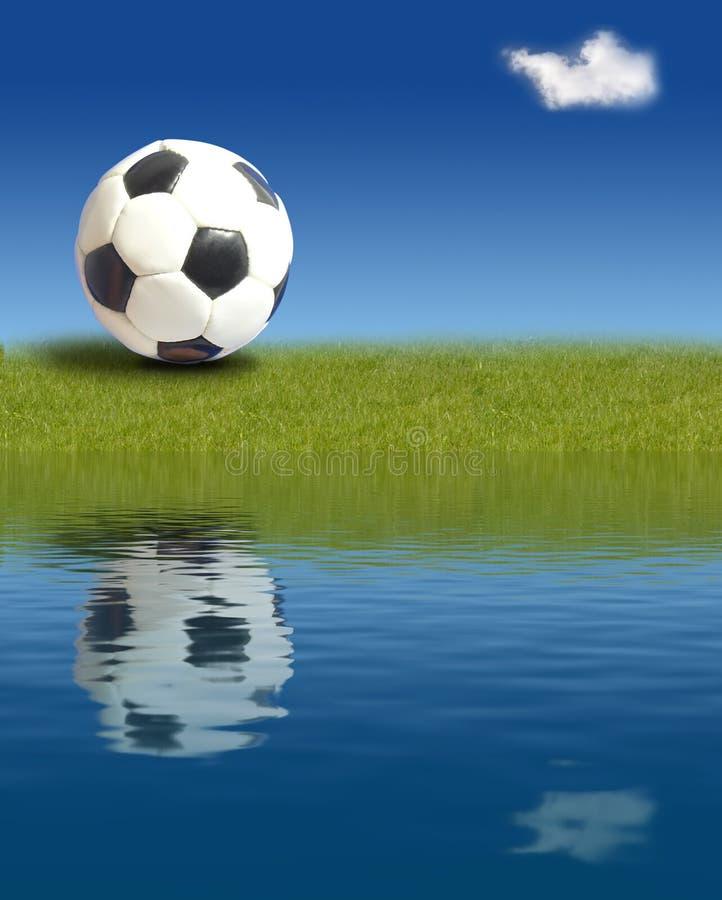 Sfera di calcio su erba fotografia stock