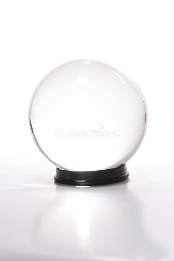 Sfera di cristallo contro bianco fotografie stock libere da diritti