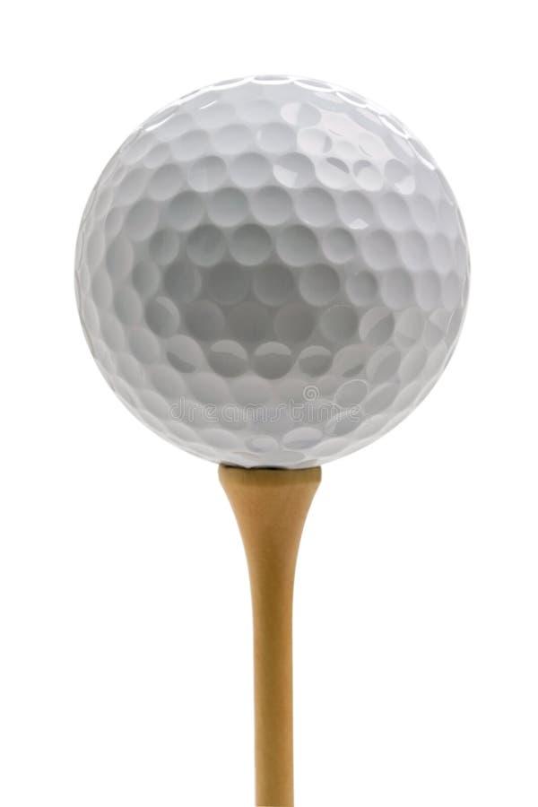 Sfera di golf che si siede sul T isolato su bianco immagine stock