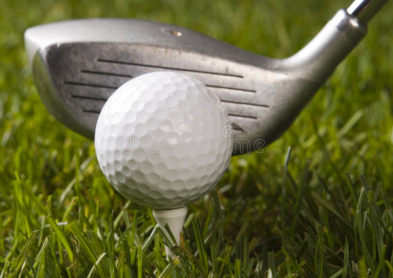 Download Sfera Di Golf Su Erba Con Il Driver Fotografia Stock - Immagine di azionamento, ricreazione: 7317142