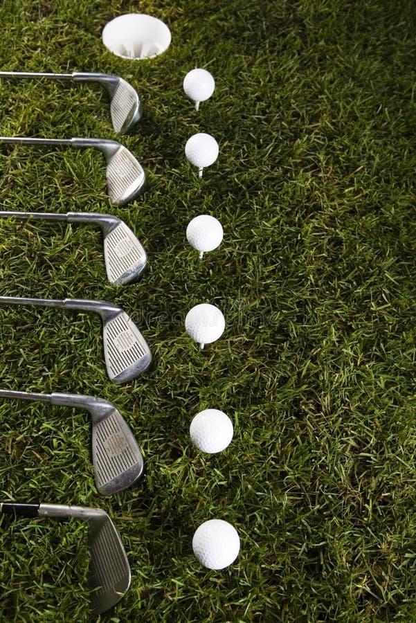 Download Sfera Di Golf Su Erba Con Il Driver Fotografia Stock - Immagine di svago, gamma: 7318850