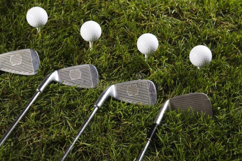 Download Sfera Di Golf Su Erba Con Il Driver Fotografia Stock - Immagine di birdie, gioco: 7319086