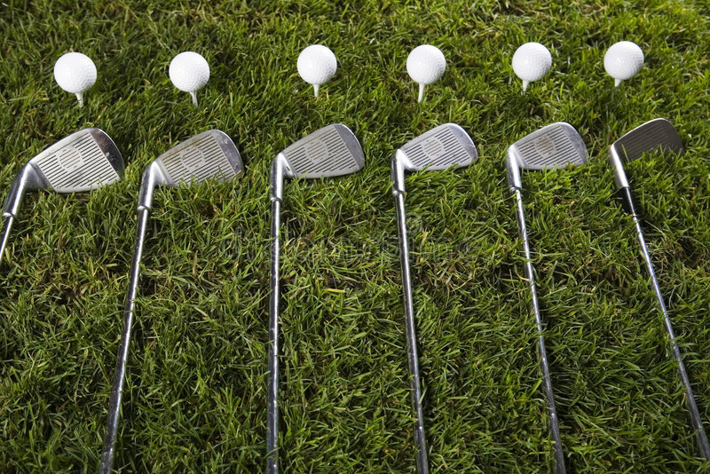 Download Sfera Di Golf Su Erba Con Il Driver Fotografia Stock - Immagine di golf, azionamento: 7319186