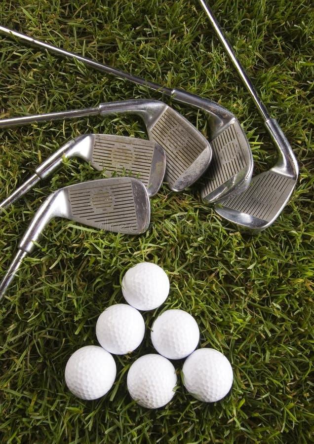 Download Sfera Di Golf Sul T Con Il Randello Immagine Stock - Immagine di giocatore, svago: 7317469