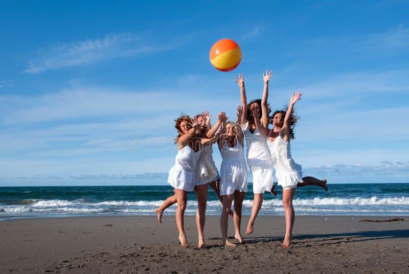Sfera di spiaggia fotografie stock