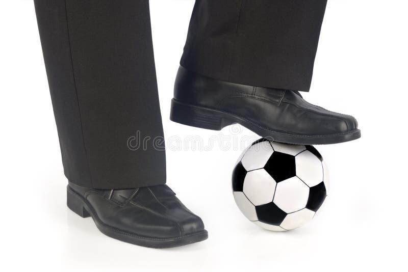 Sfera e pattini di calcio fotografie stock libere da diritti