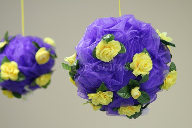 Download Sfere del fiore immagine stock. Immagine di petalo, pianta - 3880571