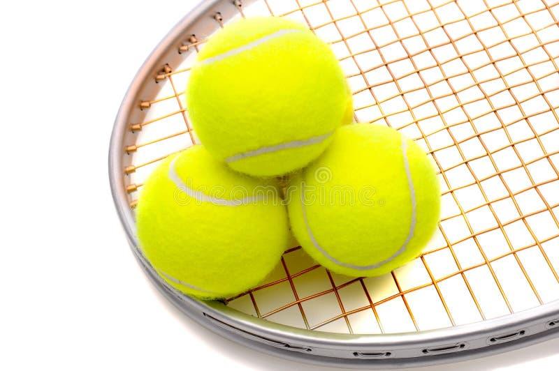 Sfere di tennis sulla racchetta immagini stock