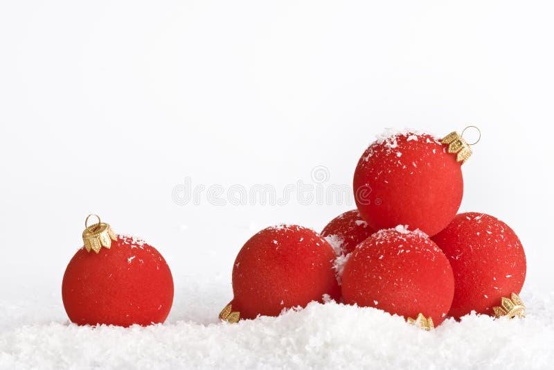 Download Sfere rosse di natale fotografia stock. Immagine di anno - 7323302