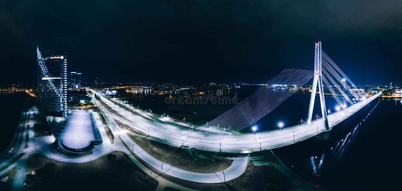 Sfery planety nocy domy w Ryskim mieście, most, Latvia 360 VR trutnia obrazek dla rzeczywistości wirtualnej, panorama obrazy royalty free