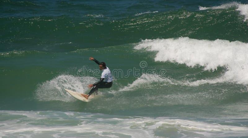 Sfida del Waterman - Longboard Marcelo Martins immagine stock libera da diritti