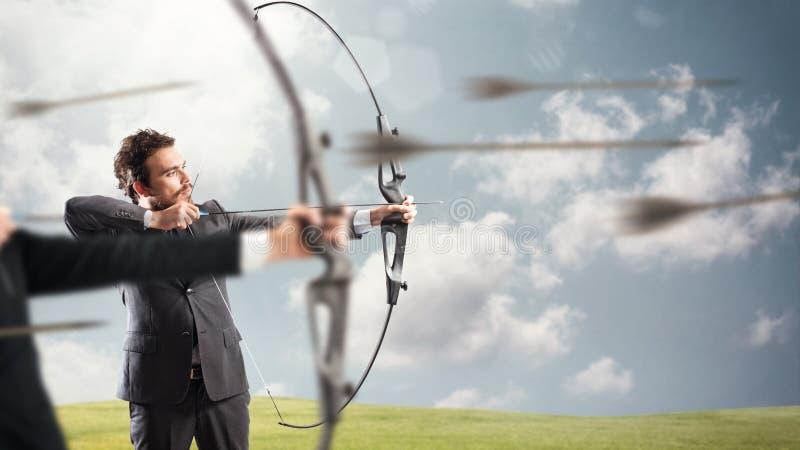 Sfida per i nuovi obiettivi di affari di colpo e di portata fotografia stock