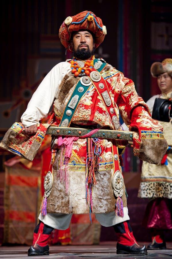 Sfilata di moda etnica tibetana cinese fotografia stock libera da diritti