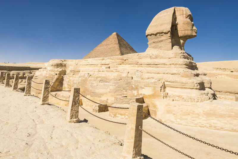 Sfinks i Wielki ostrosłup Pharaoh Khufu, Giza (Egipt) obraz royalty free