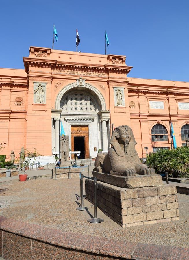 Sfinks statua blisko Egipskiego muzeum w Egipt zdjęcia royalty free