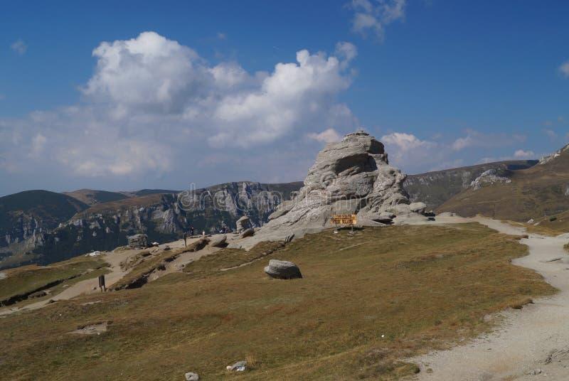 Sfinx av Bucegi, Rumänien royaltyfri fotografi