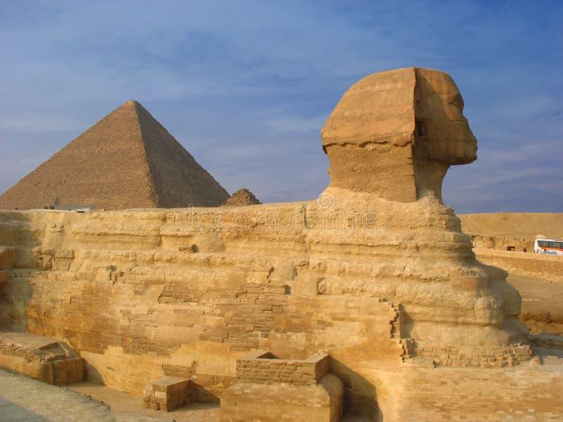 Sfinx en piramides in Giza royalty-vrije stock foto