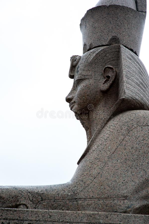 Sfinx fr?n Egypten p? granitinvallningen av Neva River arkivfoton