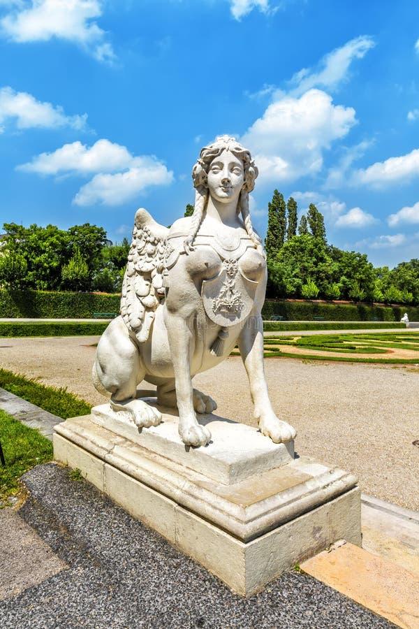 Sfinx i trädgården av Belvedereslotten Österrike vienna fotografering för bildbyråer