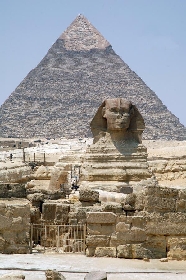 Sfinx och pyramid av Giza i Egypten royaltyfri foto
