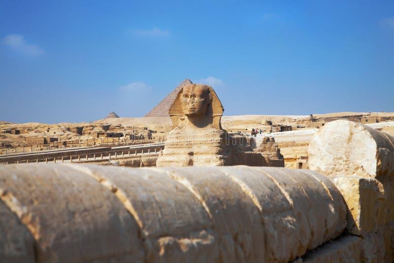 Sfinx van Giza-mening over blauwe hemelachtergrond royalty-vrije stock afbeeldingen