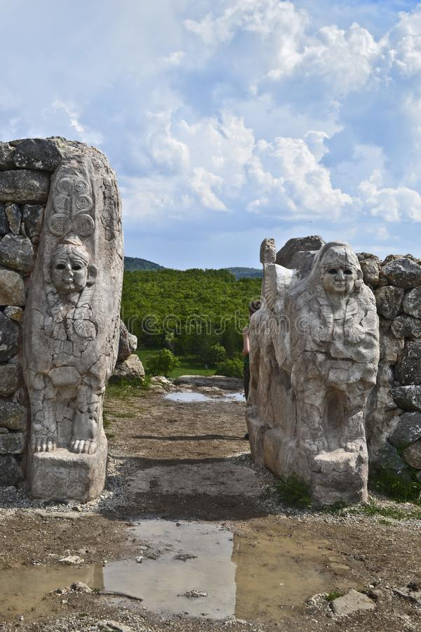 Sfinxportingång av den forntida Hattusa staden, Turkiet royaltyfria foton