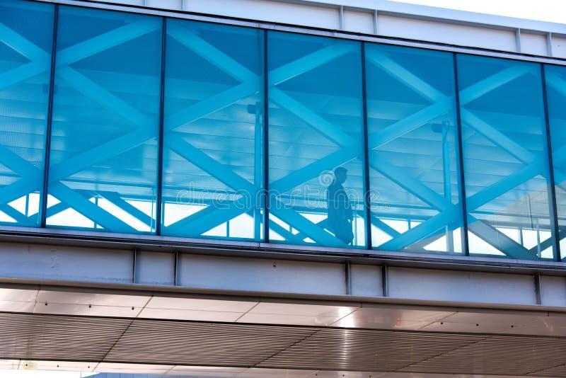 SFO, aeropuerto de San Francisco International - pasajero en gastos indirectos fotos de archivo