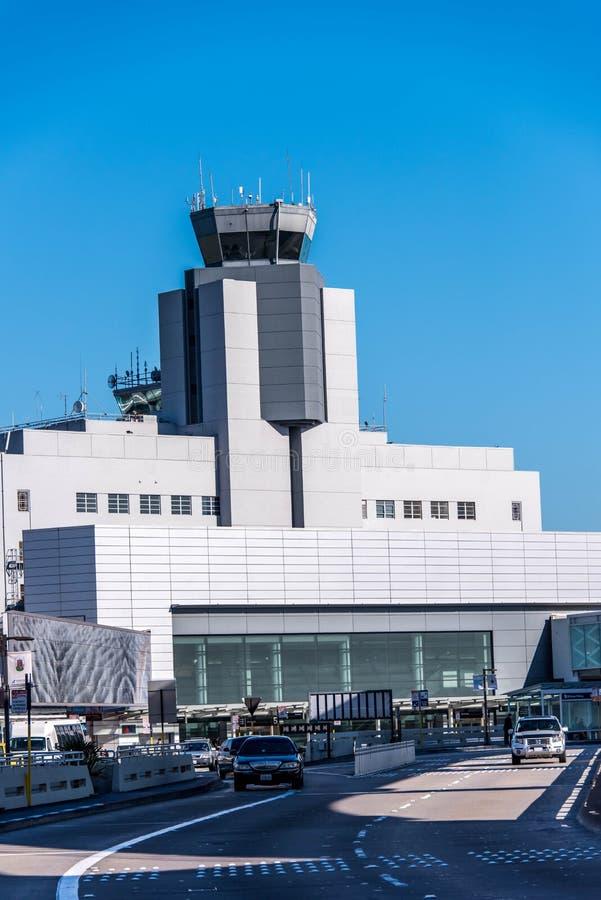 SFO, torre de control del aeropuerto de San Francisco International imagenes de archivo