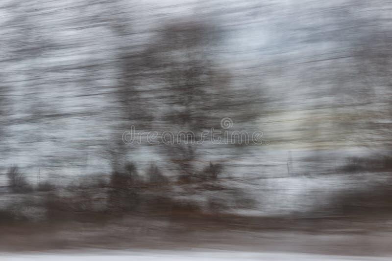 Sfocato senza messa a fuoco, la vista dalla finestra dell'auto in movimento Panning fotografia stock libera da diritti