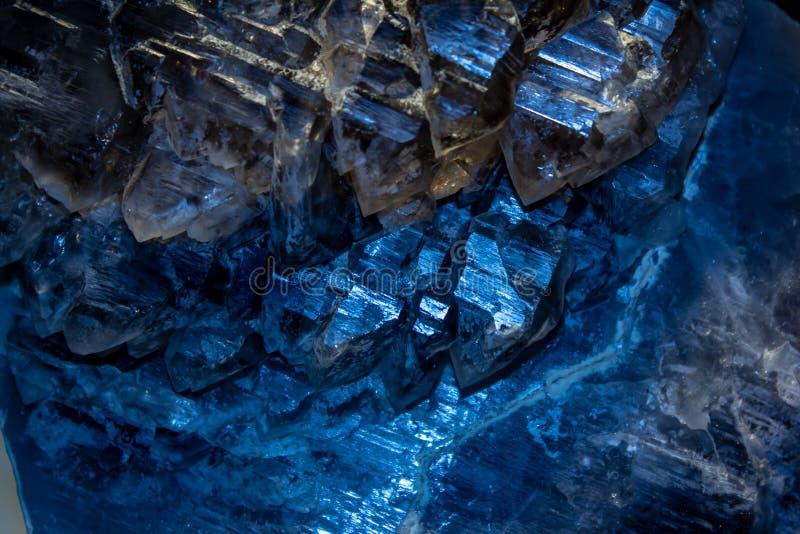 Sfondo, foto di un particolare minerale cristallino di una pietra contenente cristallo immagini stock libere da diritti