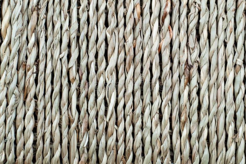 Sfondo naturale, canestro della corda tessuta della fibra immagini stock libere da diritti