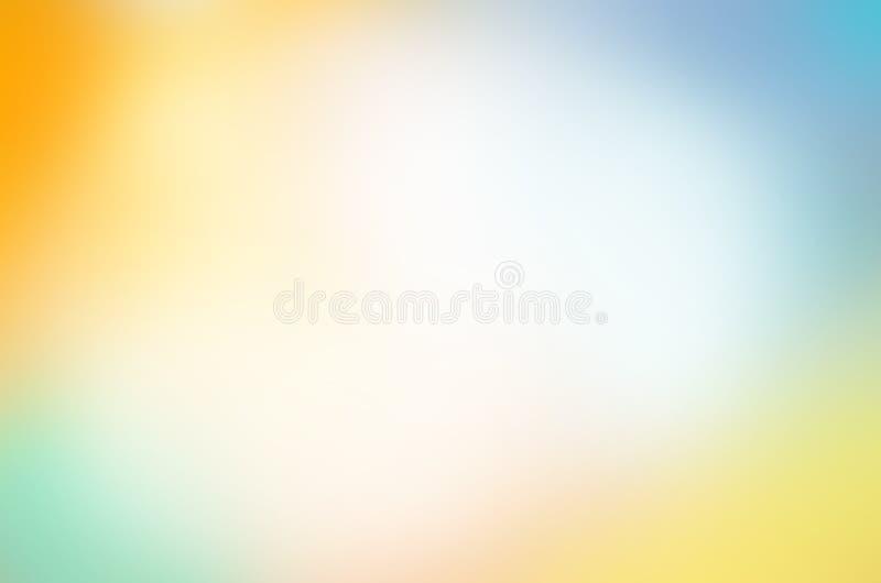 Sfondo naturale con i raggi del sole Cielo blu e bokeh delle nuvole di bianco fotografie stock libere da diritti
