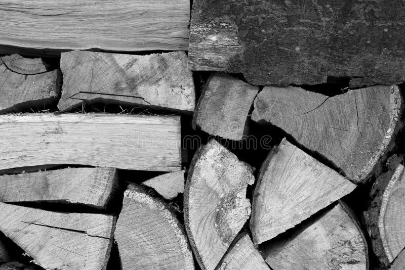Sfondo naturale di legno scheggiato impilato fotografia stock libera da diritti