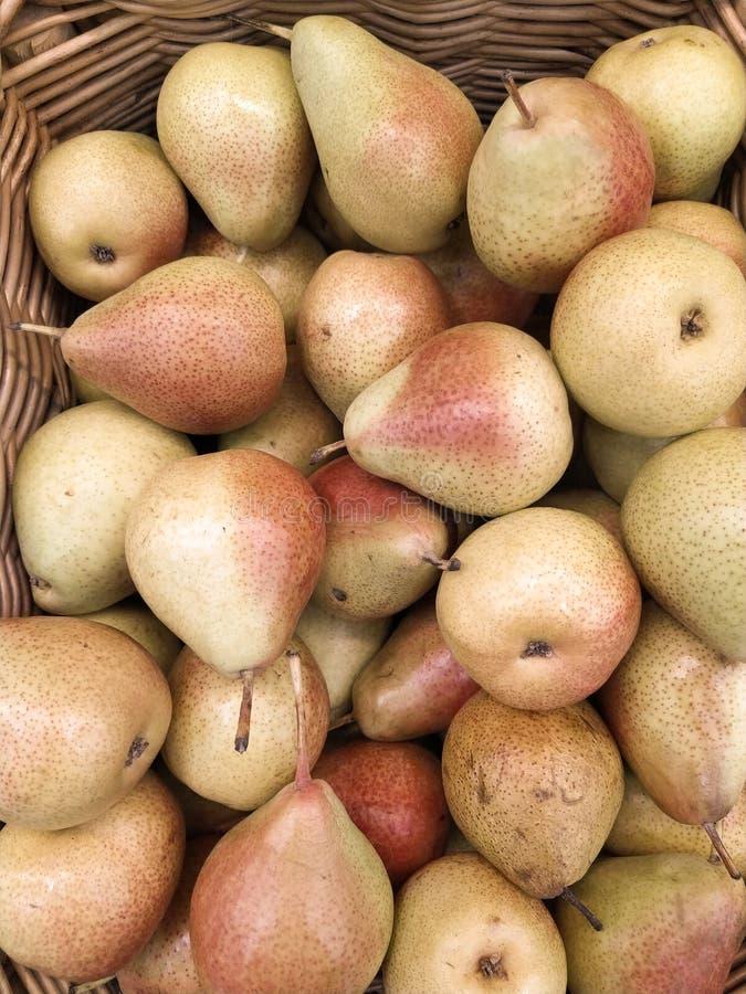 Sfondo naturale succoso della frutta fresca della pera verde fotografie stock libere da diritti