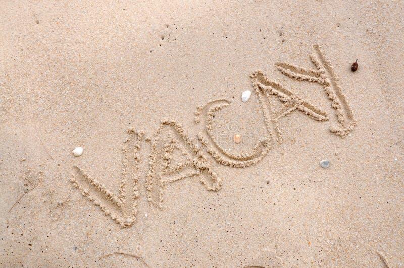 Sformułowania Vacay na Plażowym piasku fotografia royalty free