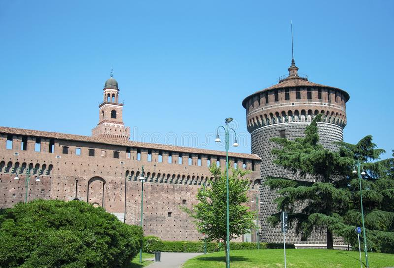Download Sforza-Schlossturm stockbild. Bild von wand, reise, palast - 106800635
