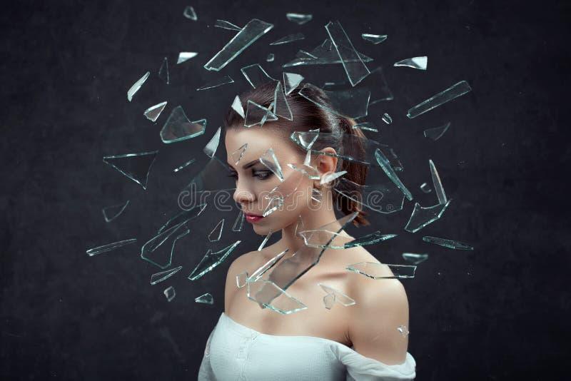 sforzo donna sollecitata con l'emicrania Concetto Femmina su fondo scuro fotografia stock