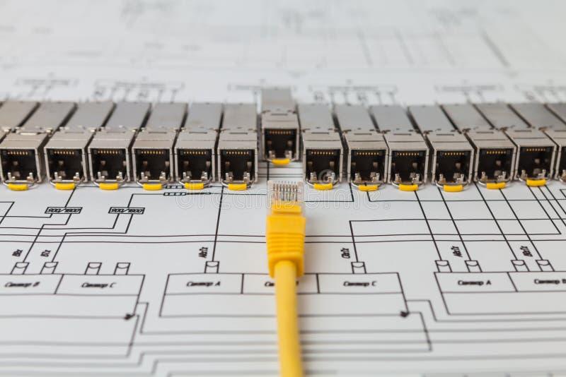 SFP-netwerkmodules voor van het netwerkschakelaar en flard koord royalty-vrije stock fotografie
