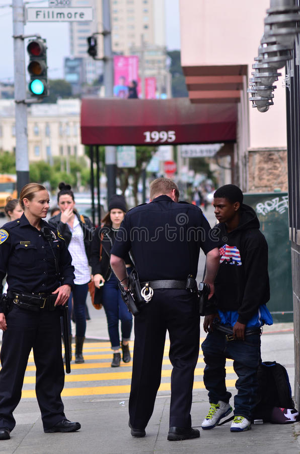 SFPD在旧金山任命搜身黑人美国人军官 库存照片