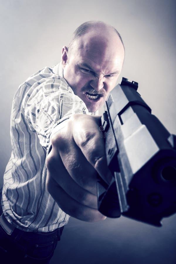 Sfrustowany biznesmena celowania pistolet zdjęcie royalty free